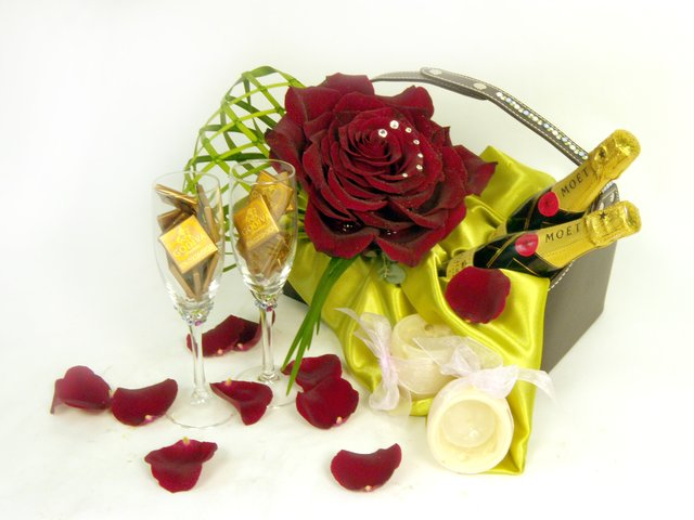 Florist Gift Set - Forever Yours - P16830 Photo