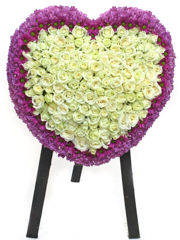 Funeral Flower - Full Closed Heart Stand 22 - L41081 Photo