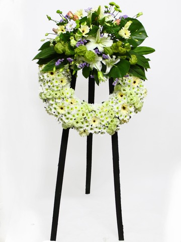 Funeral Flower - Wreath in White 1 - L11613 Photo