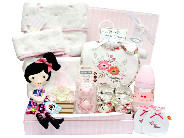 New Born Baby Gift - Baby Clothes Gift Basket z15 - L36668397 Photo