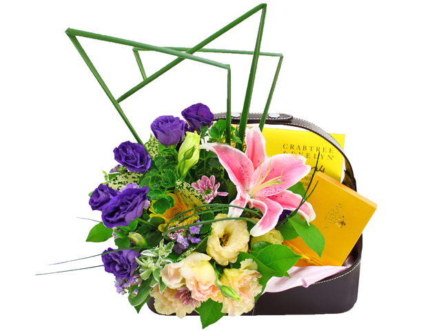 Order Flowers in Box - Skin Care Gift Set 1 - L08736 Photo