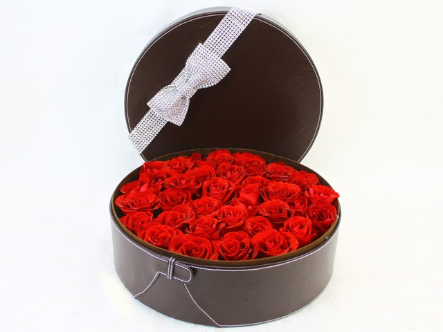 Valentines Day Flower n Gift - Valentine's box - 30 roses - K05139v Photo