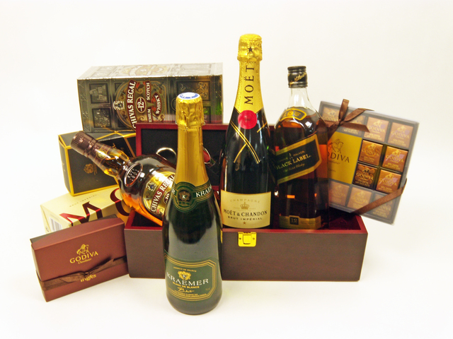 Wine n Food Hamper - Best of Both Worlds Hamper (B) - P4360 Photo