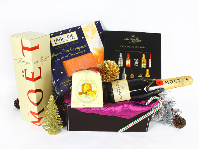 Wine n Food Hamper - Christmas Gift Hamper E - L19181 Photo