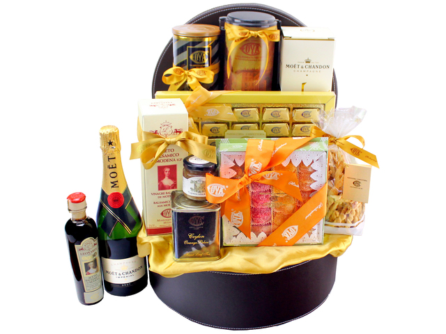 Wine n Food Hamper - Cova - Wine Food Hamper 03 - L134134 Photo