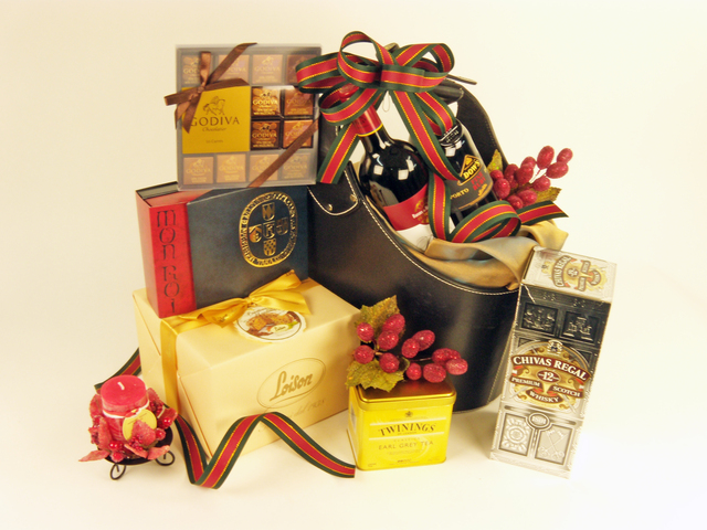 Wine n Food Hamper - Grand Delectables (K) - P3960 Photo