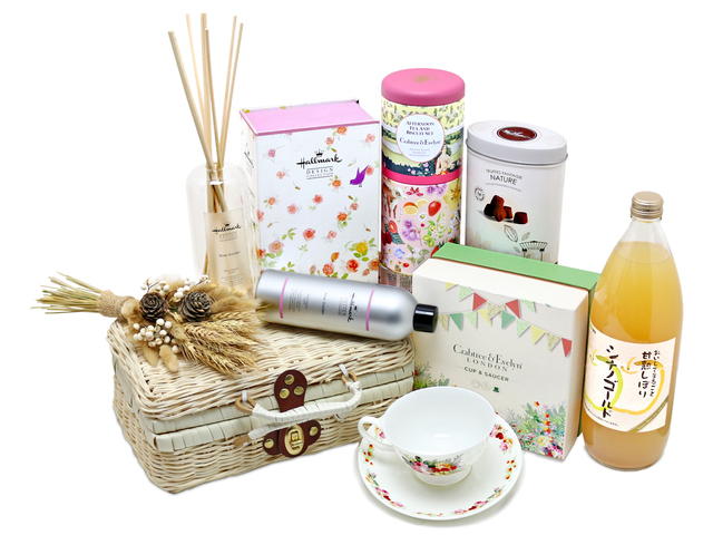 Birthday Present - Fragrance & Cup Set Gift Hamper   - L76602045 Photo