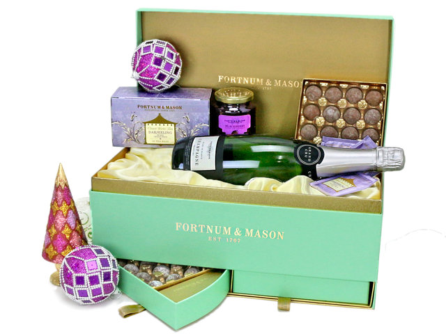 Christmas Gift Hamper - Fortnum & Mason Christmas hamper M20 - L76604077 Photo