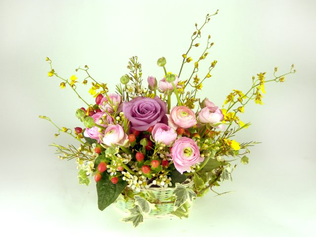 Florist Flower Arrangement - Colour spray - P9351 Photo