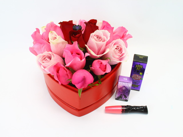 Florist Gift Set - Floral Kiss Bouquet - Pink - L27140 Photo