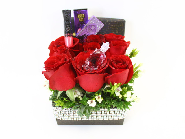 Florist Gift Set - Floral Kiss Bouquet - Red - L27126 Photo