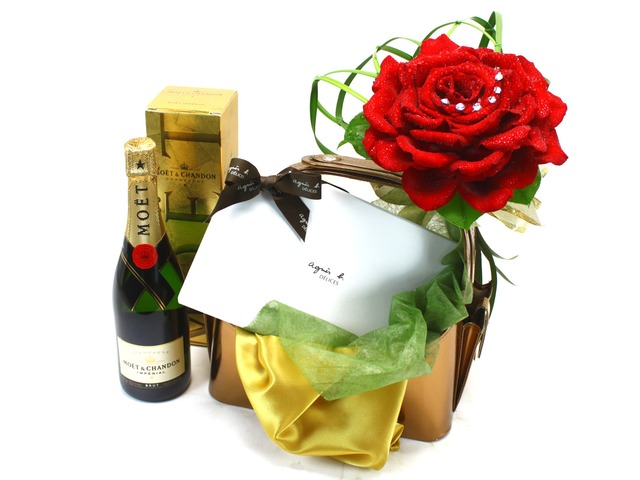 Florist Gift Set - Luxury Giant Rose Combo 2 - L31377 Photo