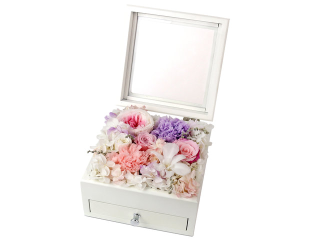 Preserved Forever Flower - Love and Fantasy Flower Box M53 - L44000090 Photo