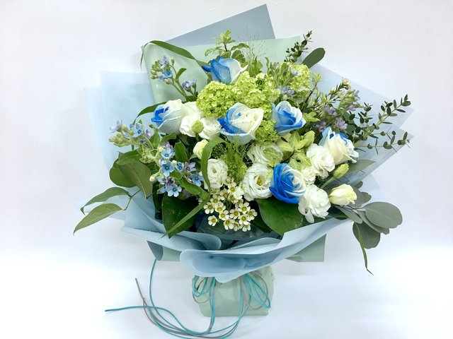 Valentines Day Flower n Gift -  Limited Edition - Blue/White rose bouquet LEB11 - 1BB0403A1VD Photo
