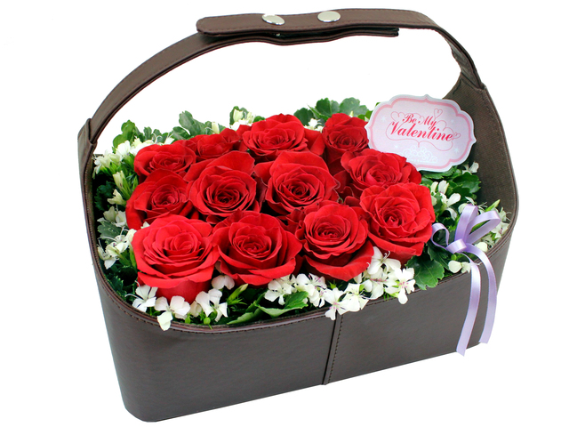Valentines Day Flower n Gift - Valentine's box - 12 roses - L8991v Photo