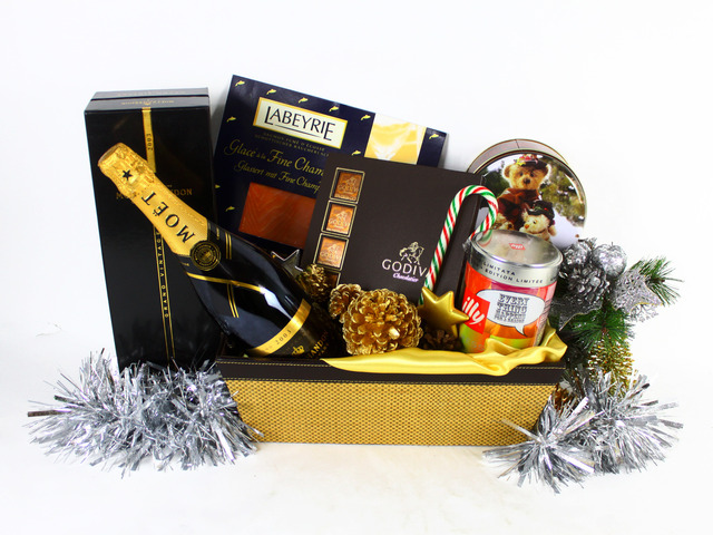 Wine n Food Hamper - Christmas Gift Hamper P - L19206 Photo