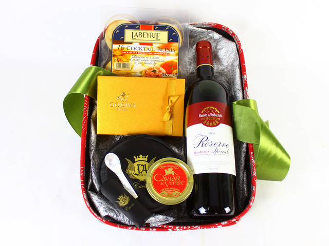 Wine n Food Hamper - Christmas Gift Hamper Q - L19213 Photo