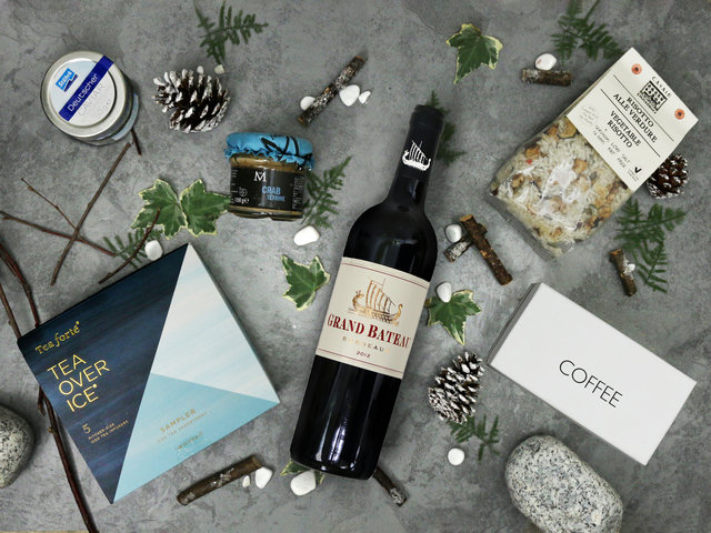 Wine n Food Hamper - Christmas Hamper L7 - L76609358 Photo