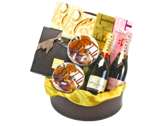 Wine n Food Hamper - Delux Gift Hamper 12 - L33996 Photo