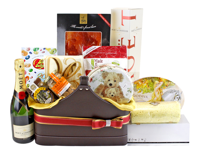 Wine n Food Hamper - Deluxe Food Gift Hamper (2) - L88153 Photo