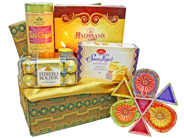 Wine n Food Hamper - Diwali gift basket 3 - L36669439 Photo