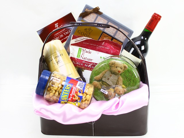 Wine n Food Hamper - Gourmet Hamper 11 - L09113 Photo
