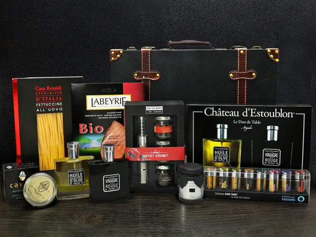 Wine n Food Hamper - Kitchen hamper Z1 - L76609056 Photo