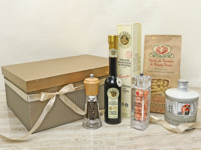 Wine n Food Hamper - Kitchen hamper Z2 - L76609103 Photo