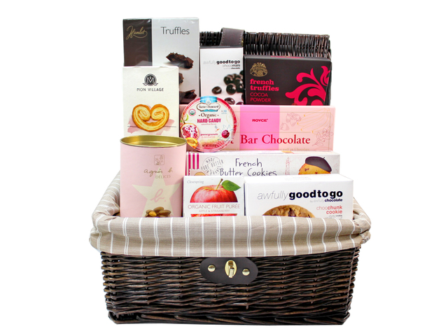 Wine n Food Hamper - Picnic style gift Basket F1 - L96933 Photo