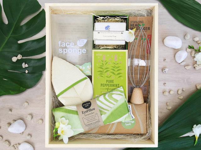 Wine n Food Hamper - Relax gift box R2 - L76609110 Photo