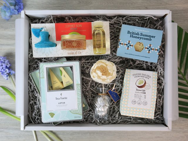 Wine n Food Hamper - Relax gift box R6 - RH0316A4 Photo