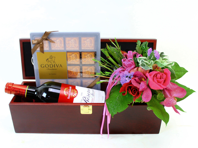 Wine n Food Hamper - Wine Box Set 6 - L09806 Photo