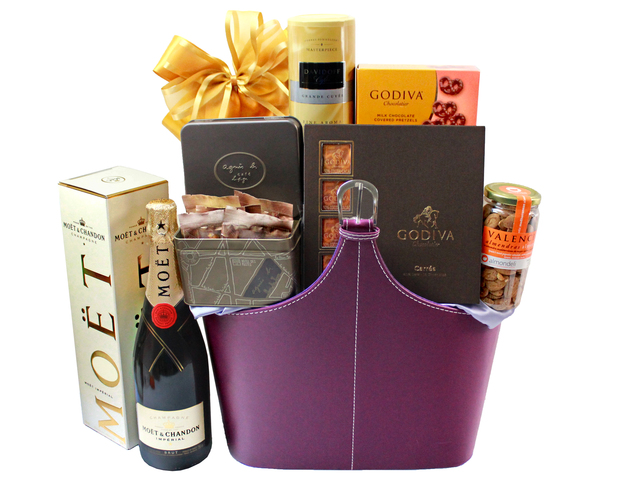Wine n Food Hamper - Wine Food Hamper 10 - L32613 Photo