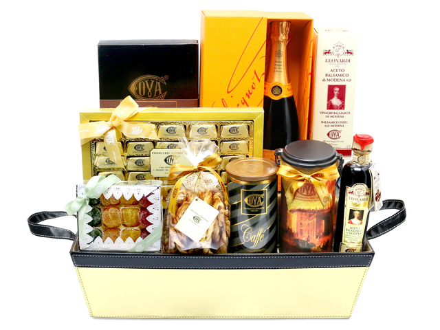Wine n Food Hamper - luxury gift basket - L76601207 Photo